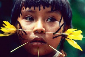 peuples-premiers-yanomami-enfant-543po